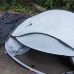 海水浴でデカトロンのポップアップ式テントを使用後、水で洗浄しました